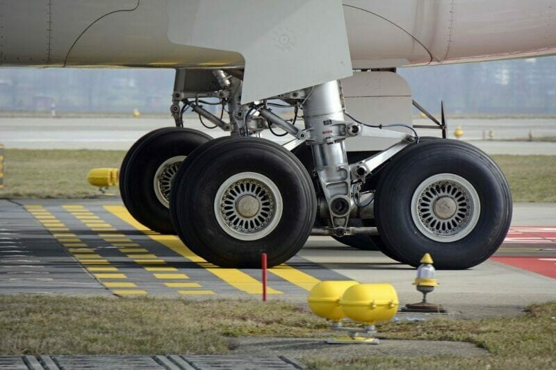 An airplane's landing gear and tires | Aerospace engineering companies